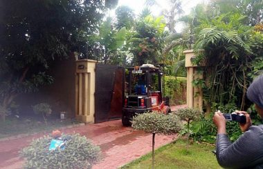 First forklift which State agents used to try and remove Dr Fred M'membe's printer from his garage on February 18, 2017